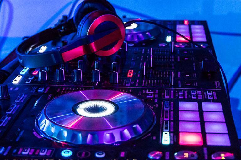 konsola muzyczna isłuchawki