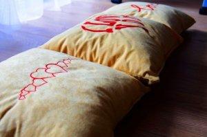 hafty na poduszkach